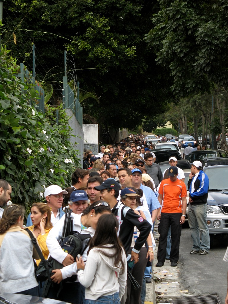 Voting_queue_in_Caracas