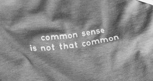 надпись common sense is not that common
